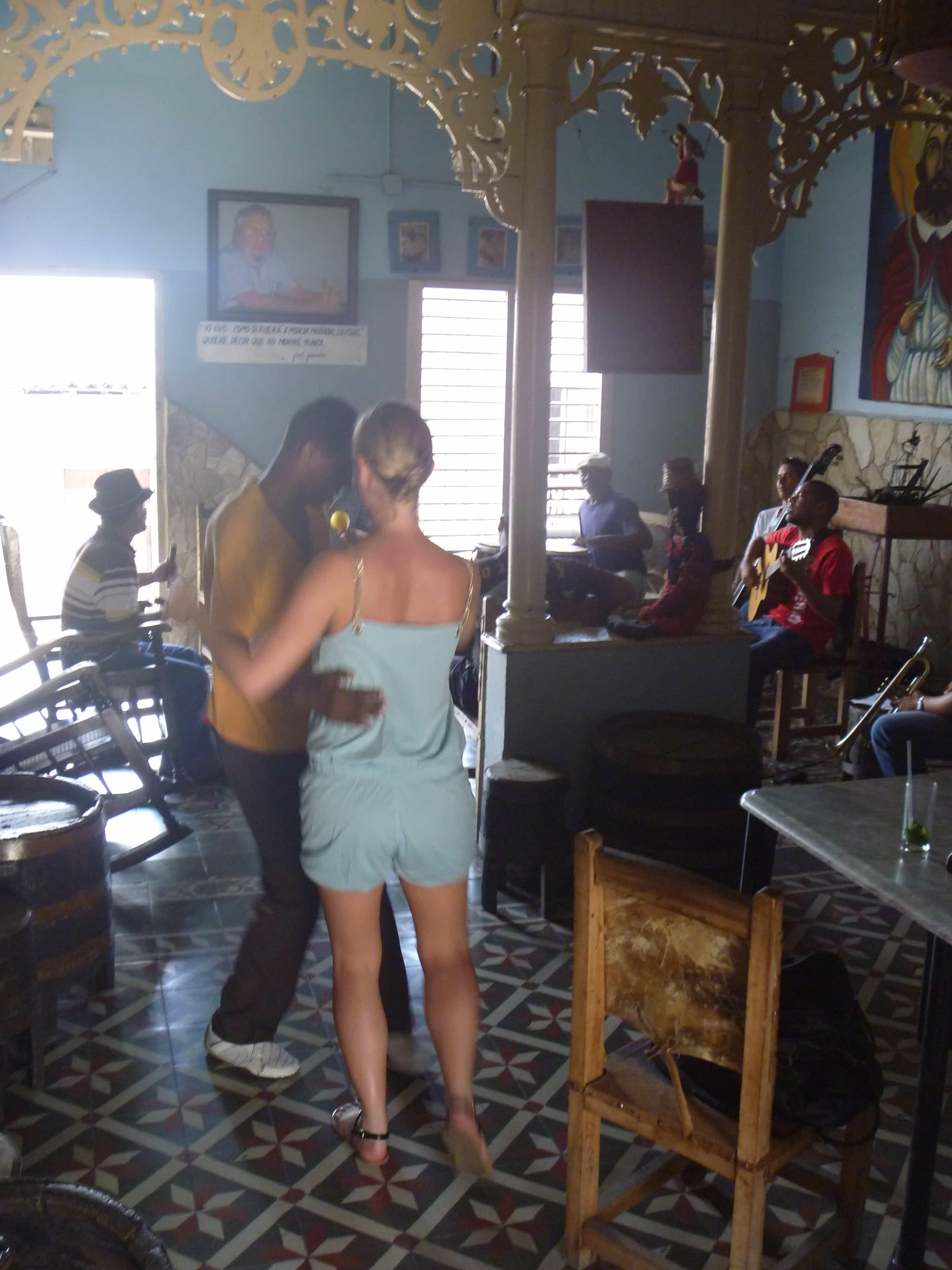 Cuba-rondreizen-muzikanten-dans