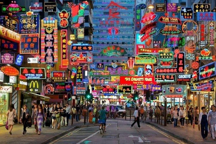 Hong Kong, Hong Kong guide, Hong Kong city guide, Hong Kong tips, Hong Kong gratis tips, wat te doen in Hong Kong, stedentrip Hong Kong, Hong Kong Peak, Hong Kong The Peak, Hong Kong restaurants, Hong Kong hotels, Hong Kong accommodatie, Hong Kong activiteiten, Hong Kong to do's, Travel Rumors, Kowloon Hong Kong, Hong Kong Island, Hong Kong Bird Garden, Hong Kong Flower Garden, Hong Kong Goldfish market, Hong Kong Jade market, Hong Kong Ladies market, Hong Kong night market, Hong Kong skyline, Hong Kong Victoria Peak, Hong Kong Lamma Island, Hong Kong Happy Valley Racecourse, Hong Kong Racecourse, The Big Buddha Hong Kong, Hong Kong Man Mo tempel, Hong Kong tempel, Hong Kong theeceremonie, theehuizen in Hong Kong, Hong Kong Butterfly, Travel Rumors