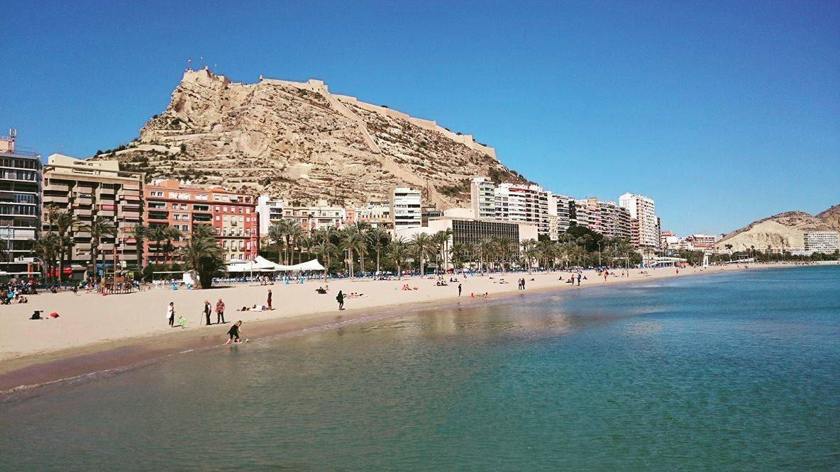 Playa del Postiguet, stadsstrand in Alicante, Spanje