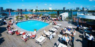 het zwembad op het dek van de SS Rotterdam