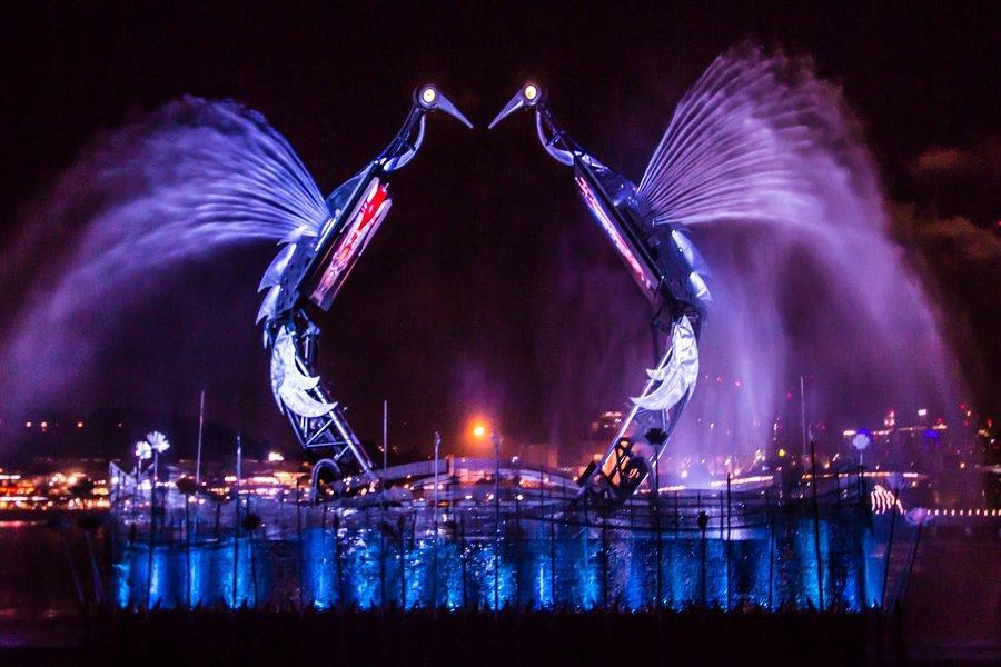 lichtshow-gratis-singapore-crane-dance