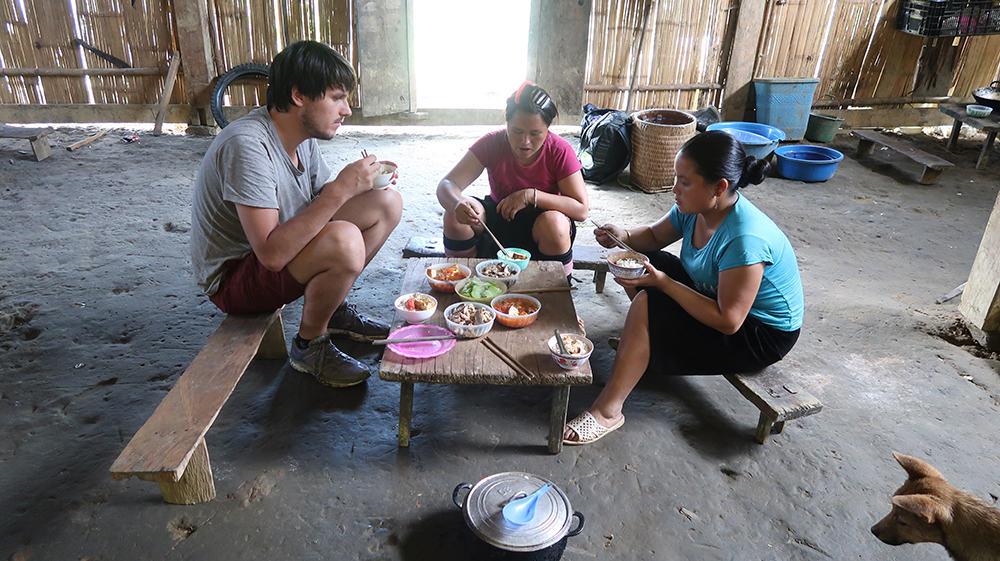 Sapa trekking Vietnam - lunch bij een lokale familie 4